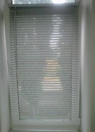 Жалюзи оконные белые горизонтальные готовые пластиковые