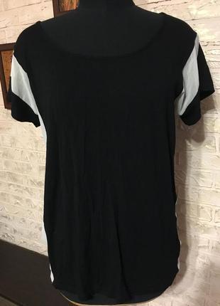 Черная футболка с шифоновыми вставками