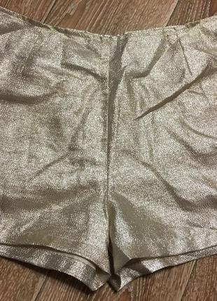 Золотые шорты