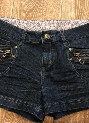 Джинсовые шорты с замочками