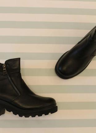 Демисезонные кожаные ботильоны, ботинки 39, 40 размера на низк...