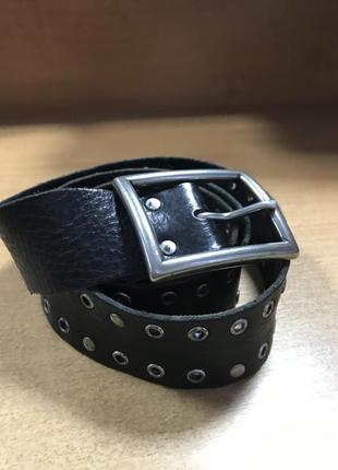 Кожаный ремень с металлическими заклепками/швеция