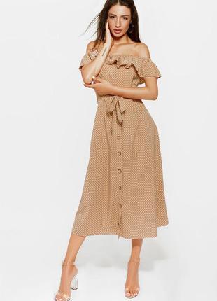 Бежевое платье-миди в горошек