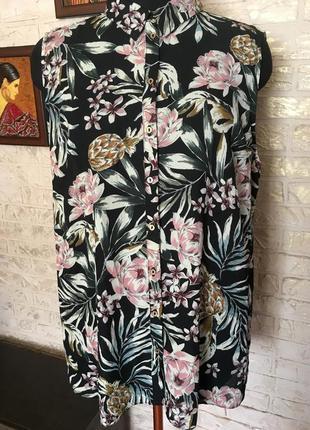 Рубашка без рукавов в цветы
