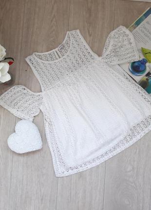 Модная кружевная блуза с открытыми плечами  размер м