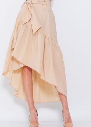 Бежевая асимметричная оригинальная юбка на запах с воланом