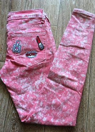 Розовые джинсы скинни варка с нашивками