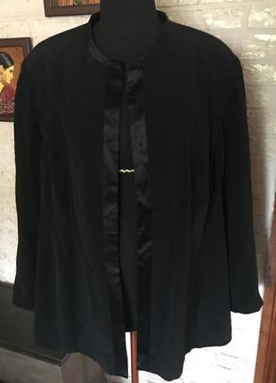 Черный пиджак на подкладке