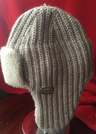 Вязаная шапочка с мехом