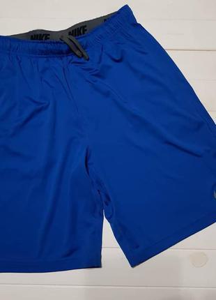 Спортивные шорты размер м