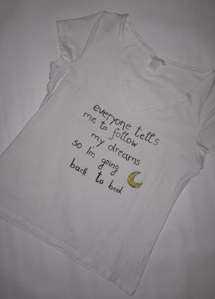 Классная светлая футболка с забавной надписью