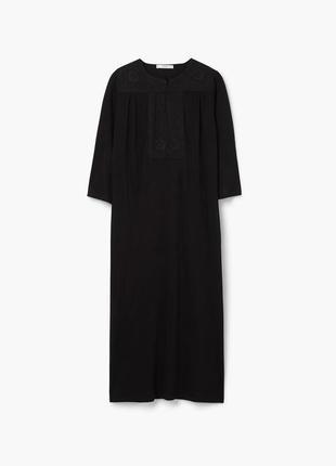 Стильное платье с вышивкой mango