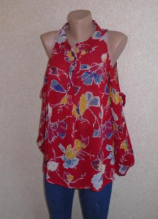 Нарядная красная блуза в вырезами на плечах\в цветочный принт\...