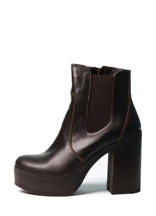 Кожаные женские коричневые демисезонные ботинки на каблуке пла...