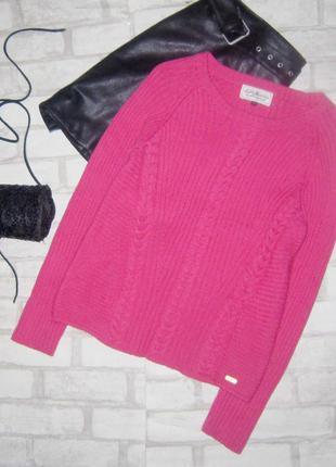 Стильный свитер коралового цвета крупной вязки