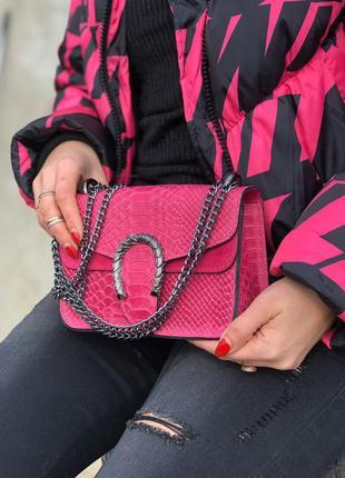 Яркая, красивая кожаная сумочка в стиле gucci