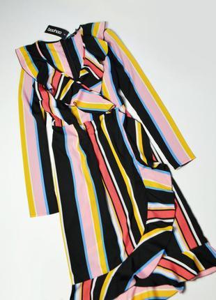 Роскошное платье с рюшами в полоску