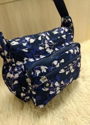 Яркая спортивная сумка на плечо