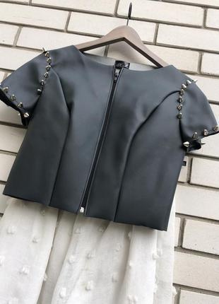 Кожаный жакет,пиджак на замочке с шипами,держит форму(кож.зам)