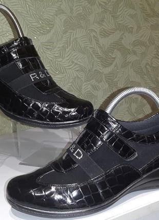 Valtinellis продам женские  туфли 39р