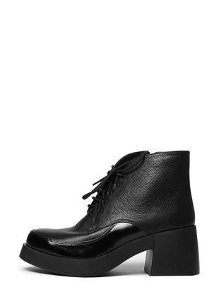 Женские кожаные черные короткие весенние ботинки на массивном ...