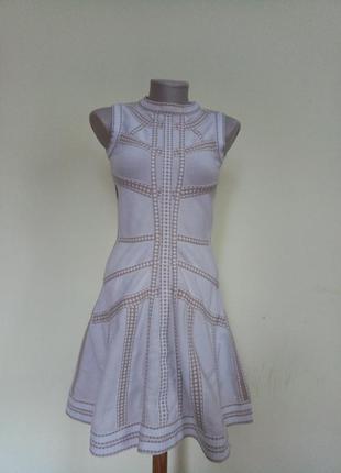 Стильное утягивающее платье