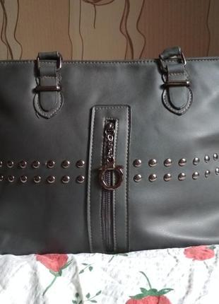 Вместительная серая сумка