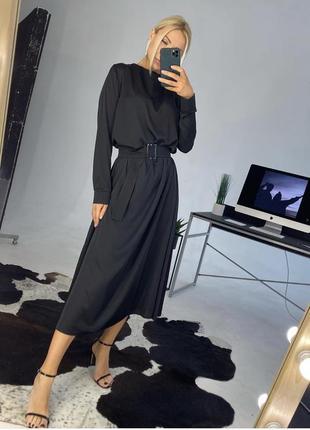 Чёрное шелковое платье макси