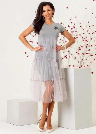 Женское платье серого цвета