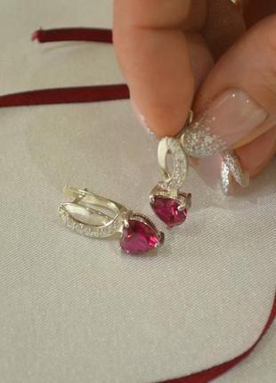 Серьги с камнем сердце из серебра