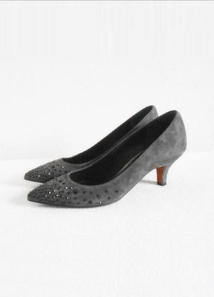 Серые замшевые нарядные туфли лодочки со стразами