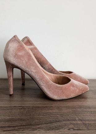 Невероятные бархатные пудовые туфли/лодочки на каблуке dorothy...