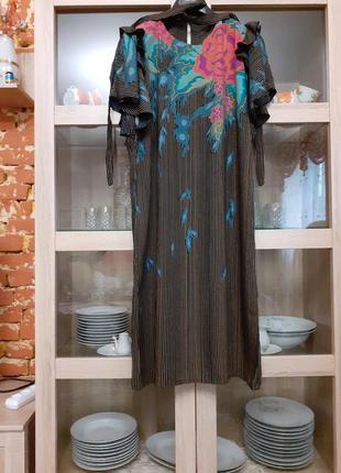 Очень стильное вискозное с поясом платье большого размера