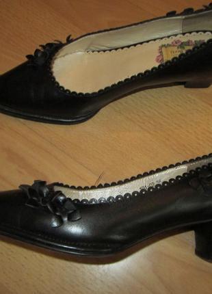 Туфли с цветами, черные гладкая кожа размер 36/23см