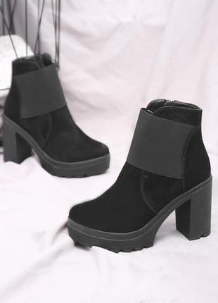Скидка! замшевые женские черные весенние ботинки на устойчивом...