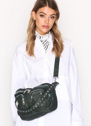 Стильная гранж кожаная сумка с заклёпками, натуральная кожа, д...