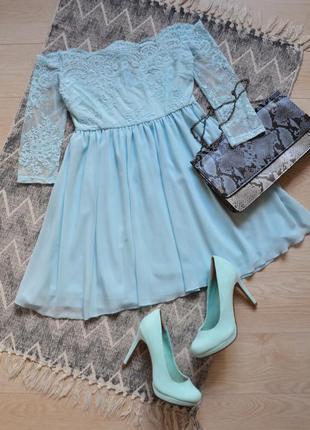 Красивое кружевное платье с открытыми плечиками цвета тиффани