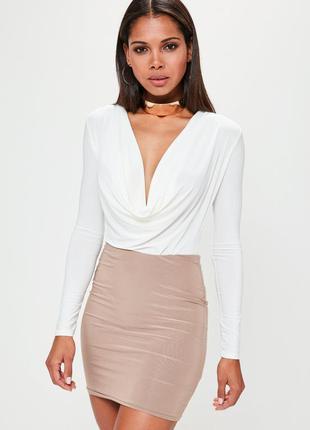 Очень красивый белый женский боди блуза с привлекательным выре...