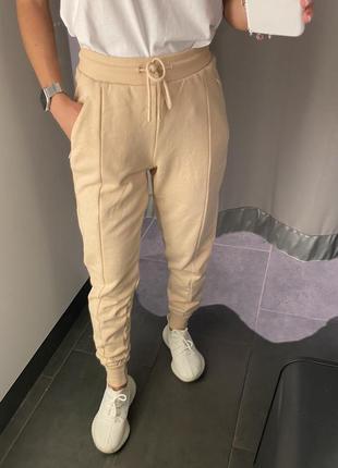 Бежевые спортивные штаны джоггеры amisu есть размеры