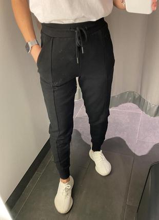 Чёрные спортивные штаны на флисе джоггеры amisu есть размеры