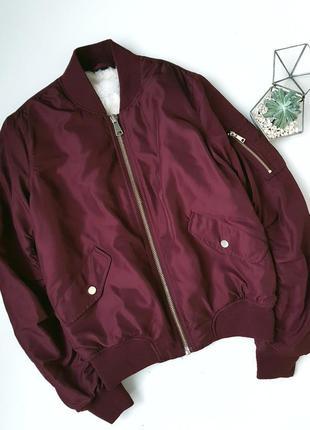 Бордовый сливовый утепленный бомбер куртка весна осень