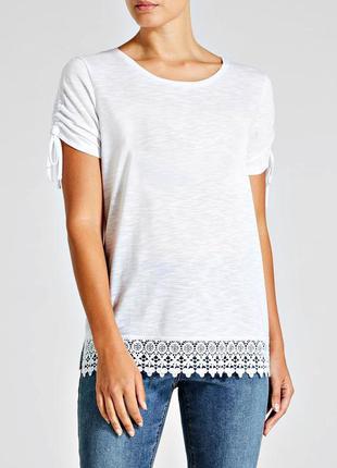 Легкая белая футболка с кружевом р.20
