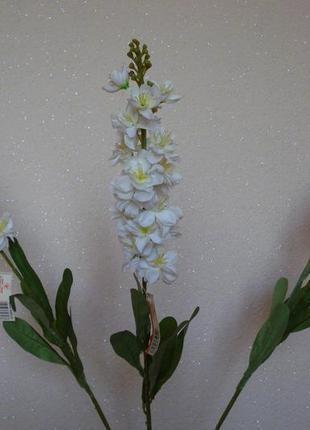 Искусственные цветы белый дельфиниус
