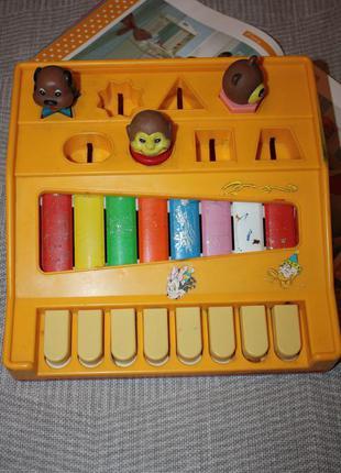 Развивающее фирменное детское  пианино хорошее состояние