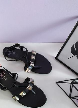 👡стильні чорні босоніжки з закльопками від missguided
