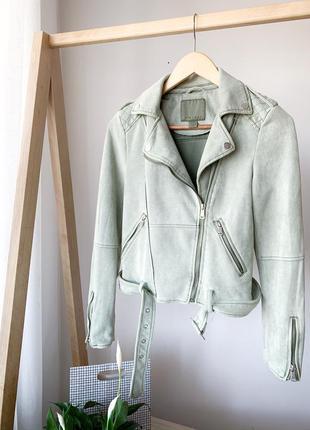 Замшева оливкова косуха куртка amisu