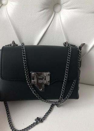 Женская кожаная сумочка на цепочке чёрная