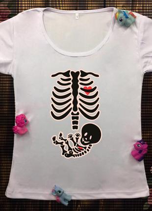Женская футболка  с принтом - рентген беременной