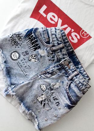 Джинсовые шорты с надписью, рисунок, необработанные края (бахр...