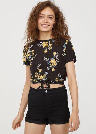 Короткая футболка кроп топ с узлом принт цветы